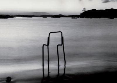 Coroglio, sedia nell'acqua